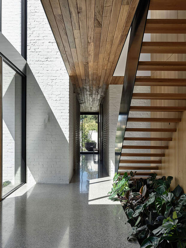 Современный дом с необычной архитектурой и бассейном в Мельбурне