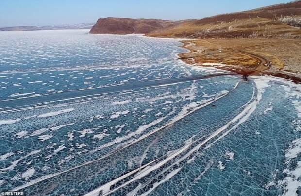 Замерзшая автострада: британцев поразили ледовые переправы в Сибири авто, енисей, ледовая переправа, пейзаж, переправа, природа, фото, фотографии