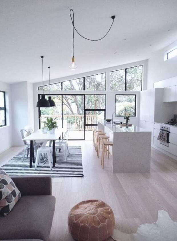 Прекрасный вариант объединить столовую с гостиной, чем и возможно оптимизировать и улучшить интерьер.