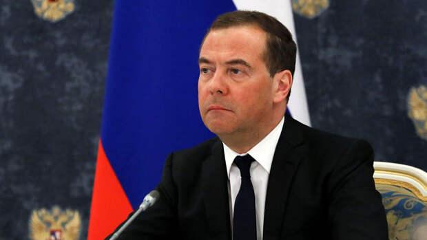 """Медведев: США и Россия вернулись в эпоху """"холодной войны"""""""