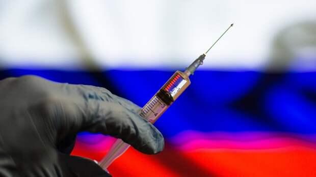 Обязательную вакцинацию взрослого населения просят ввести в России