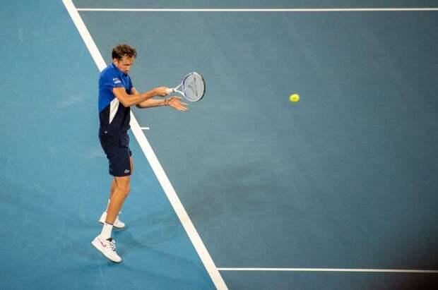 Медведев обыграл Макдональда и вышел в третий круг турнира в Индиан-Уэллсе