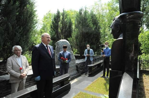 В Москве возложили цветы к могилам руководителей Татарстана разных лет