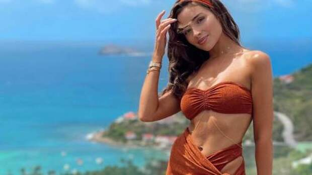 Саронг – главный пляжный тренд лета 2021: что это такое, как носить и с чем сочетать