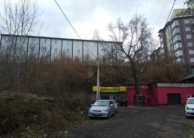 Мэрия Красноярска объявила об угрозе ЧС во дворе жилых домов
