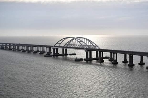 Украинский журналист потребовал депортировать крымчан через Керченский мост