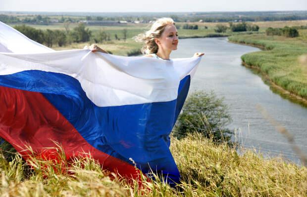 «С чего начинается Родина…», - согласно опроса 48% россиян не видит в факте своего гражданства что-то хорошее для себя…