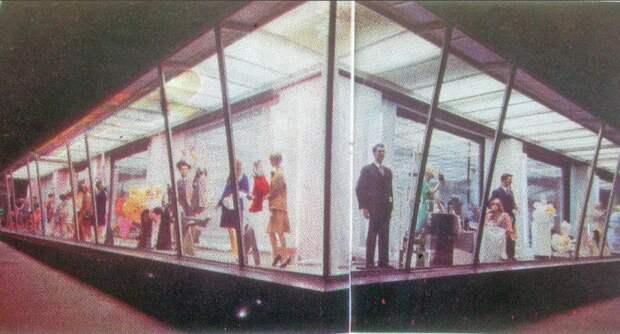 Многие архитекторы не одобряли экстерьер здания универмага, особенно большую витрину / Фото: pastvu.com
