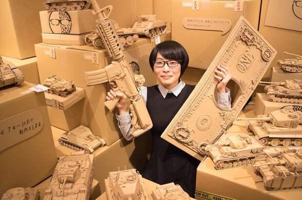 Японка никогда не выбрасывает картонные коробки: она находит им применение по...