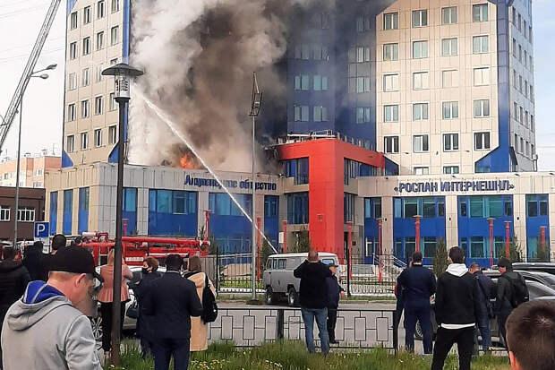 Здание «дочки» «Роснефти» загорелось на Ямале