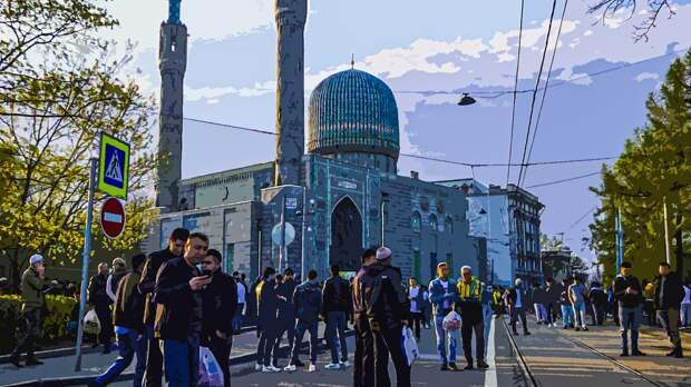 Мусульмане собрались на торжественную службу по случаю праздника Ураза-байрам в Петербурге