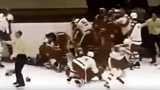 Большая драка СССР — Канада из 1974-го: Фетисов с партнерами первыми побились с канадцами «стенка на стенку»