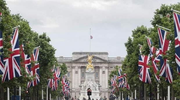 Помощник принца Чарльза помог саудовскому бизнесмену получить орден Британской империи за $2,1 млн