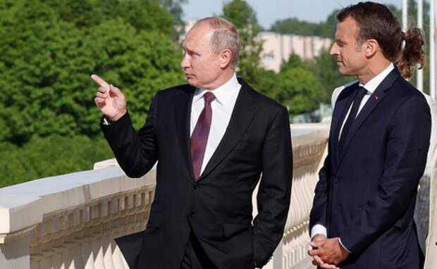 СМИ: Путин в разговоре с Макроном предположил, что Навальный мог принять яд сам