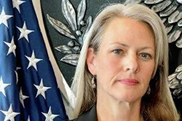 Высылаемая пресс-секретарь посольства США назвала честью свою работу в Москве