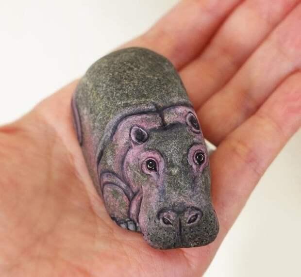Сначала не поверила, но оказалось, что это нарисовано на камнях!