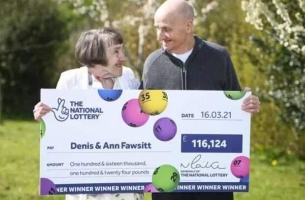 Пенсионер из Великобритании выиграл в лотерею 116 тысяч фунтов. Он забыл дома очки и приобрел билет со случайными числами