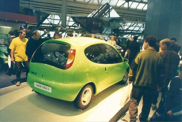 Люди и автомобили 90-ых в ретро фотографиях.