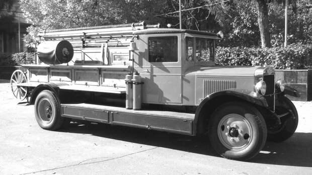 Восстановленный пожарный автомобиль на удлиненном шасси АМО-4 (фото автора)