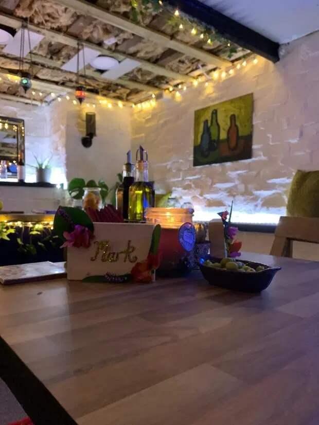 Карантин со вкусом: супруги превратили гараж в потрясающий испанский ресторан
