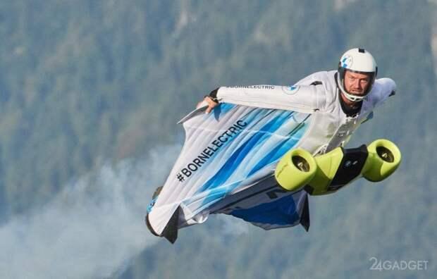 Костюм-крыло с электродвигателем BMW позволяет летать со скоростью 300 км/ч