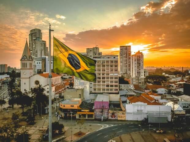 Президента Бразилии Болсонару обвинили в девяти преступлениях