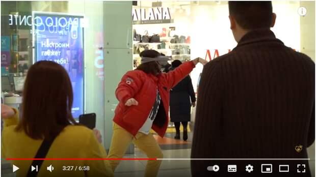 Участник Comedy Club снял юмористическое шоу в торговом центре на «Сходненской»