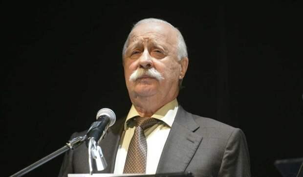 «Незаменимых людей нет»: Якубович сделал заявление об уходе с «Поля чудес»