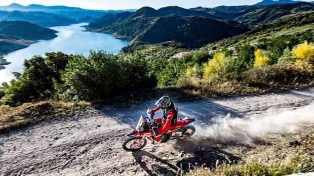 Хуан Барреда завоевал победу, а Пабло Кинтанилья стал третьим в рамках этапа ралли «Дакар» в Андалусии