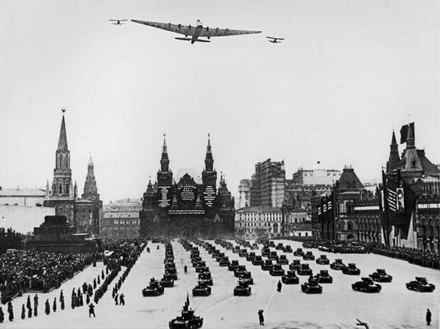 Как использовали авиацию для пропаганды в СССР (ФОТО)