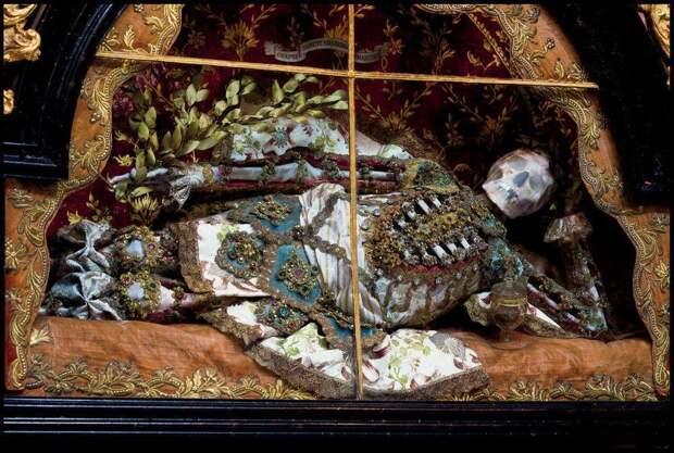 Империя смерти и драгоценностей в европейских церквях