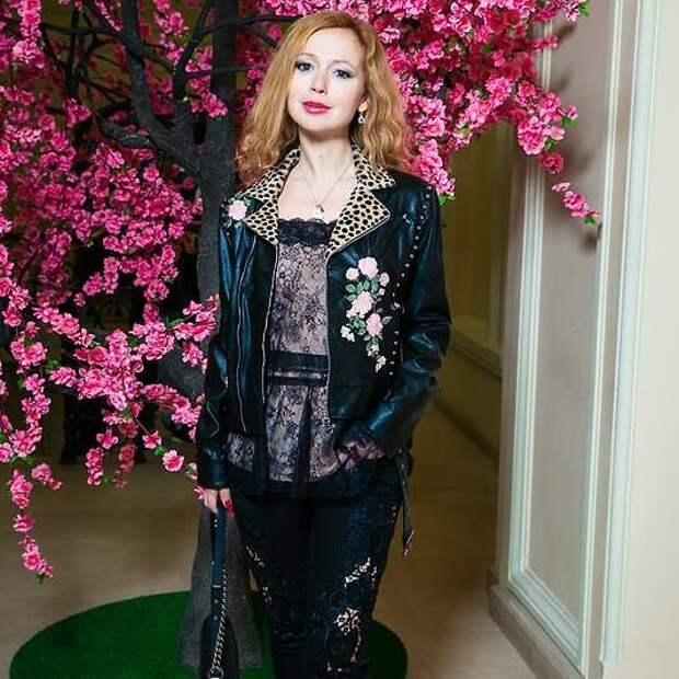 «Какая безвкусица»: Елена Захарова оказалась в центре скандала из-за неудачного наряда