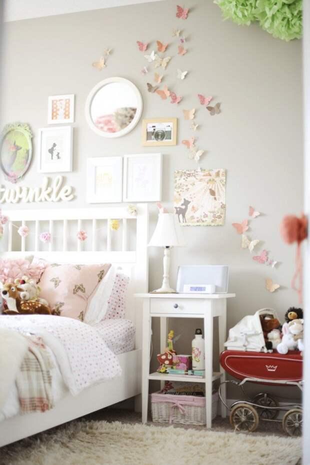 Светлый пастельный стиль прованс в детской с нежными бабочками на стене