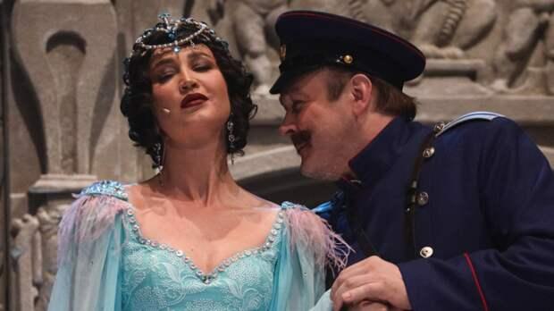 Появление Бузовой во МХАТе вынудило Адасинского разорвать сотрудничество с театром