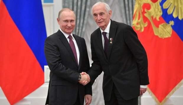 Тройку «настоящих мужчин» по версии ВЦИОМ возглавили Путин, Лановой и Хабенский