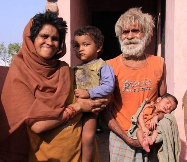 Индус, ставший отцом в 96 лет, погиб в 104 из-за курения в постели