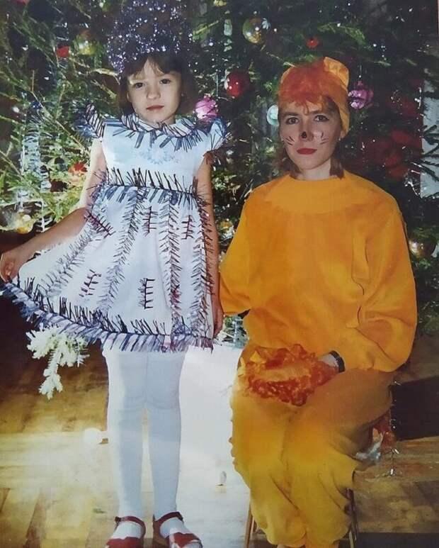 «Все девочки снежинки, амальчики клоуны»: детские костюмы новогодних утренников 90-х