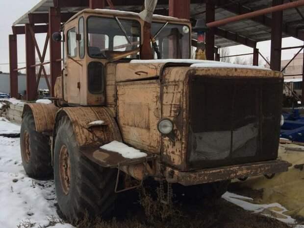 Мужчина приложил усилия и восстановил старый «Кировец» (12 фото)