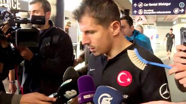 Исландия негостеприимно встретила сборную Турции. Влицо футболисту сунули туалетный ершик