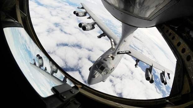 Дозаправка в воздухе стратегического бомбардировщика B-52H