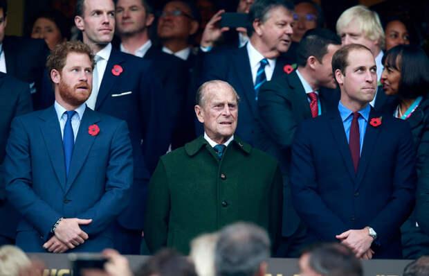 Принц Филипп с внуками принцем Гарри и принцем Уильямом