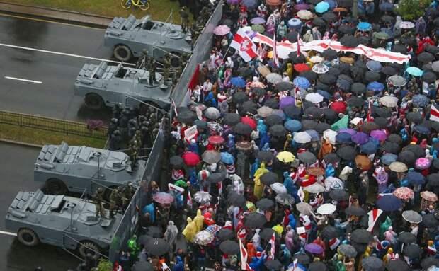 Лукашенко разрешил применять боевую технику для разгона митингов
