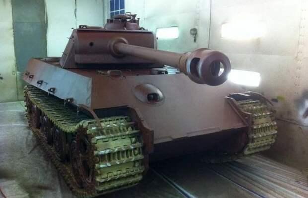Почему в конце войны немецкие танки шли на фронт окрашенными в красный цвет