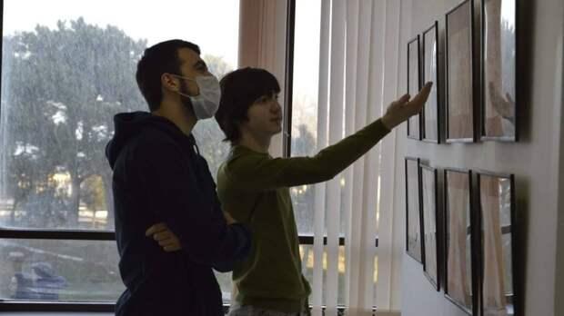 Слова Хабиба Нурмагомедова помогли организовать выставку работ художников в Дагестане