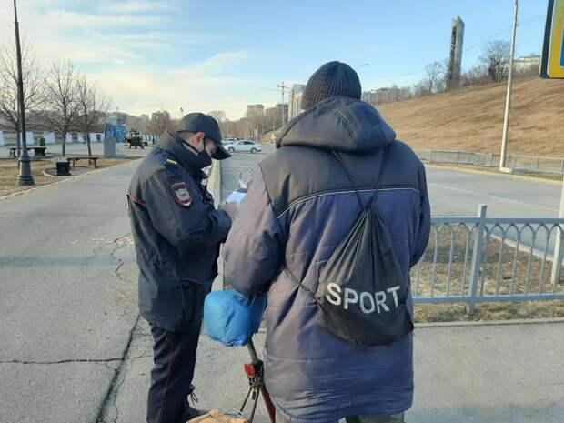 Рейды по общественным местам в Ижевске, новые правила на российских пляжах и резкий рост продаж оружия в США: что произошло минувшей ночью