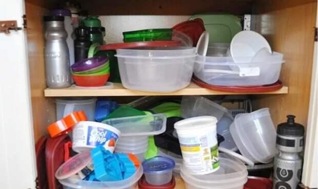 Лишние вещи и продукты на кухне, которые захламляют и без того ограниченное пространство