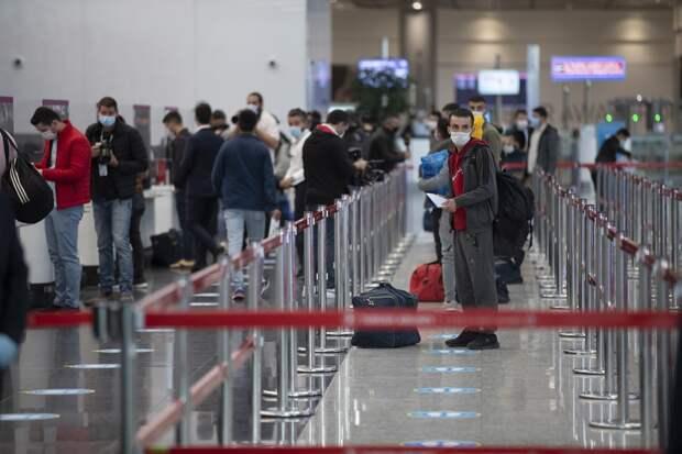 Россияне не могут вернуться на родину из-за отмены рейсов