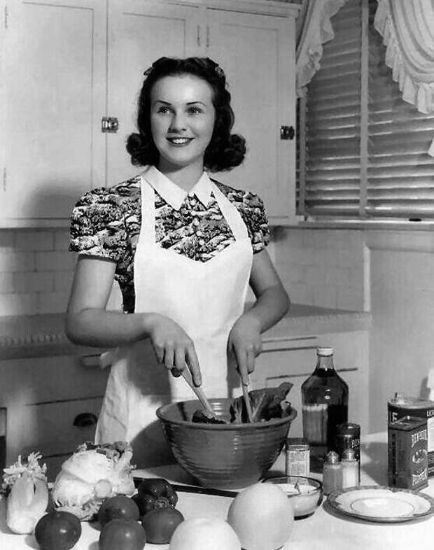 Легенды старого голливуда за кухонной плитой.