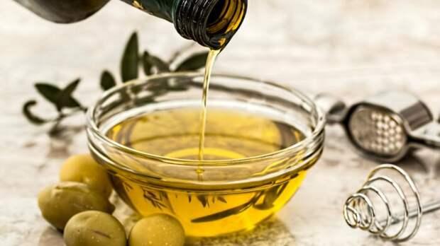 В оливковом масле лишь небольшая доля бутылки — это действительно натуральный продукт. /Фото: 24tv.ua