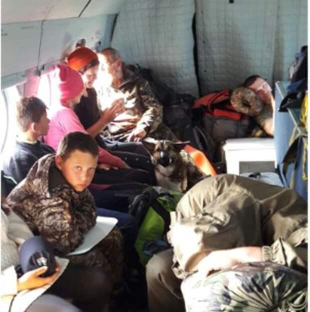 Летчики Росгвардии спасли туристов на Сахалине
